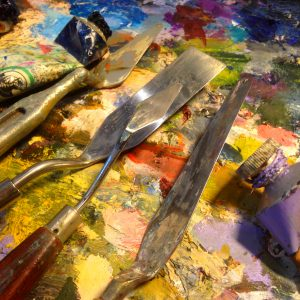 Palette knives and oil paint on an artists palette